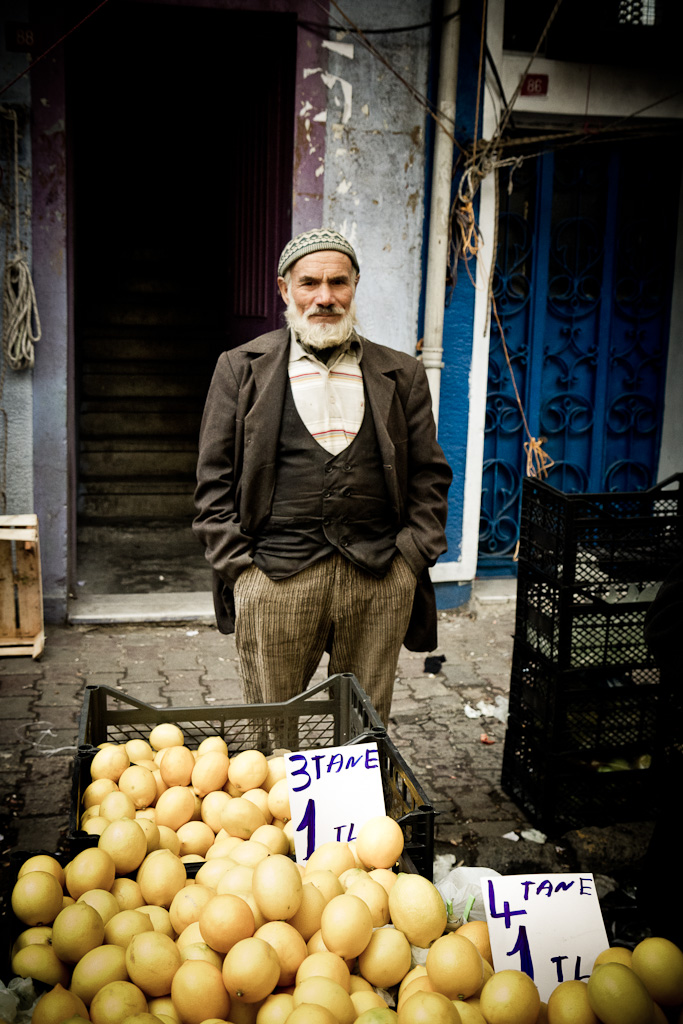 The market: the lemon seller.