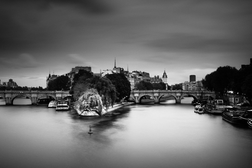 Pause at the Pont Neuf.