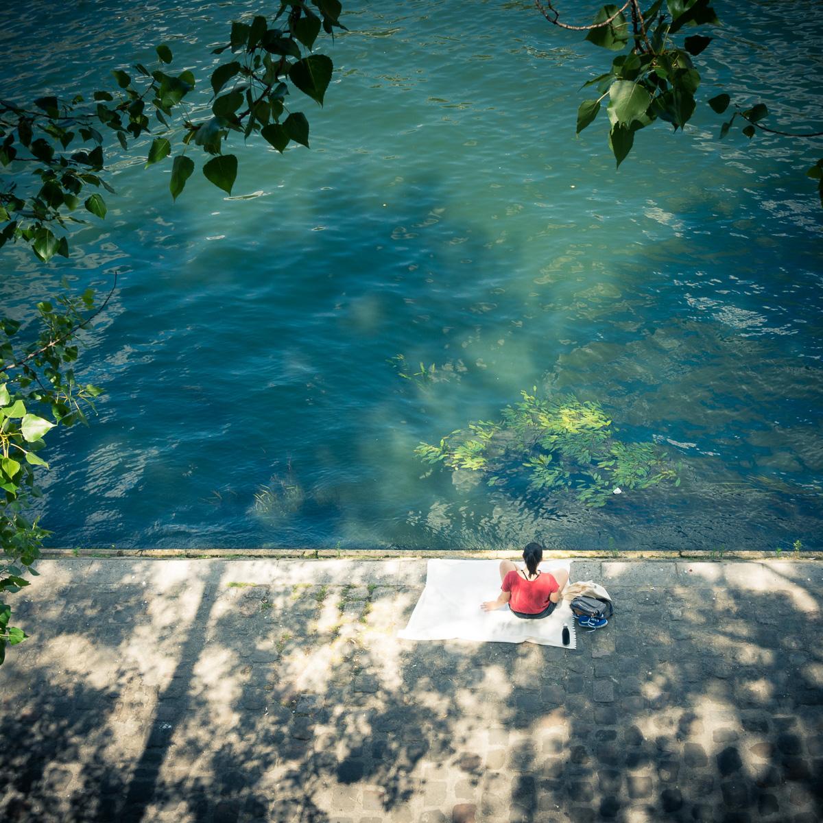 Read by the Seine.