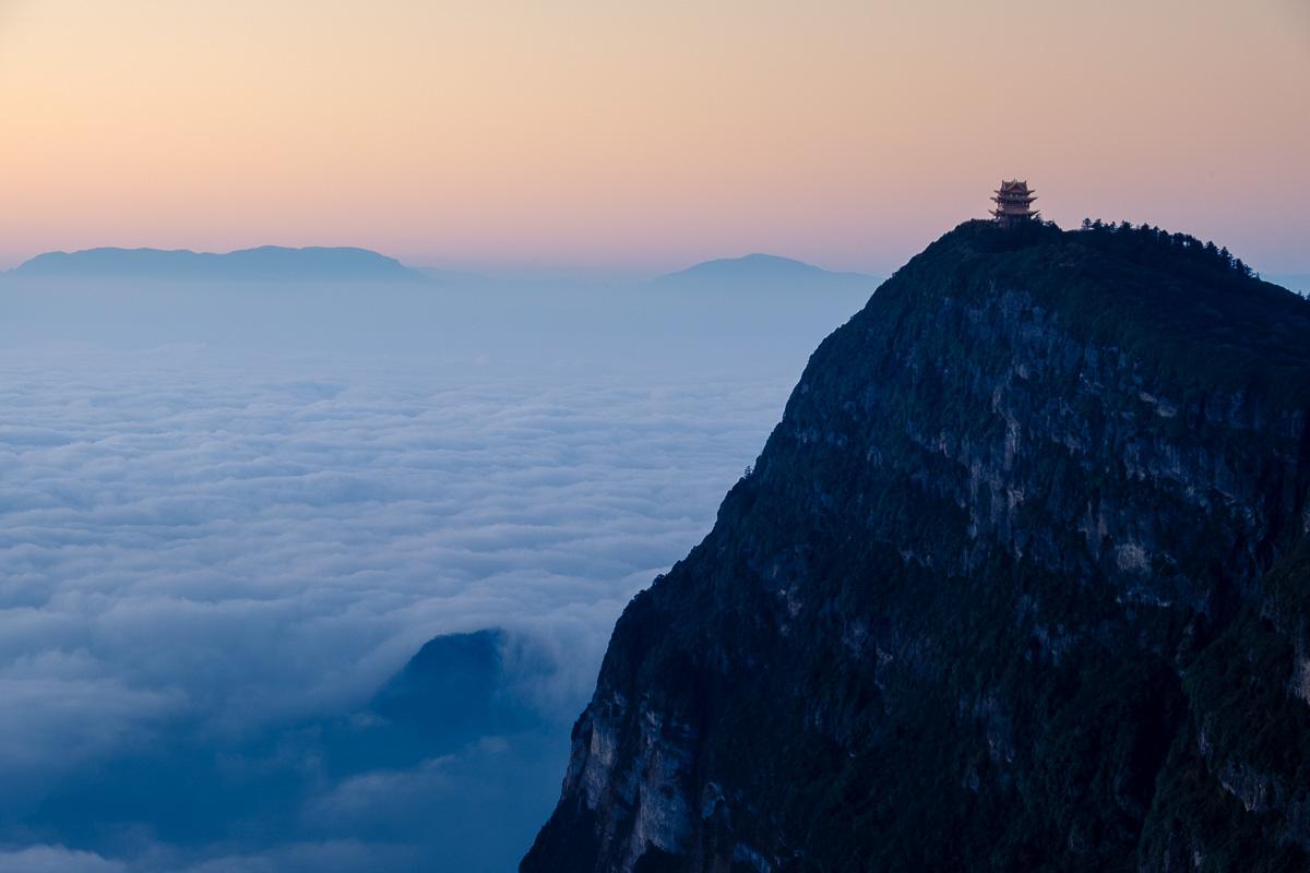 A sunrise on top of Emeishan.