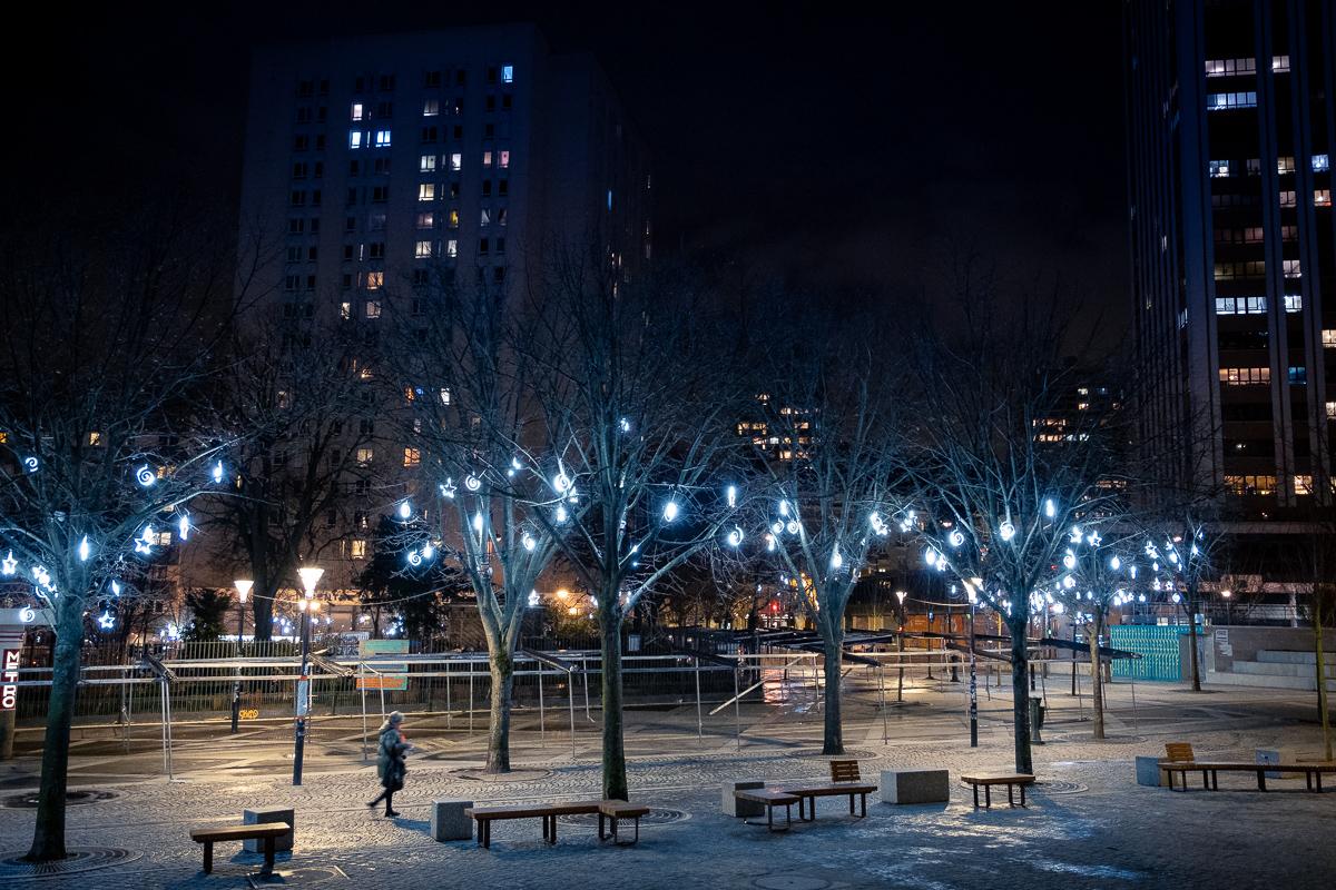 Night walk in Place des Fêtes.
